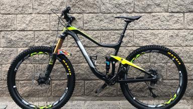 Bicicleta Enduro Giant Trance Advanced 1