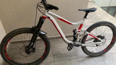 Bicicleta Enduro Giant Giant Reign 2